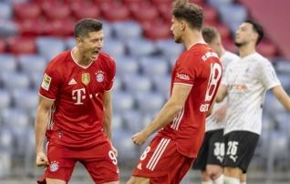 Bayern tähistas tiitlit uude sajandisse astunud Lewandowski kübara ja tenniseskooriga