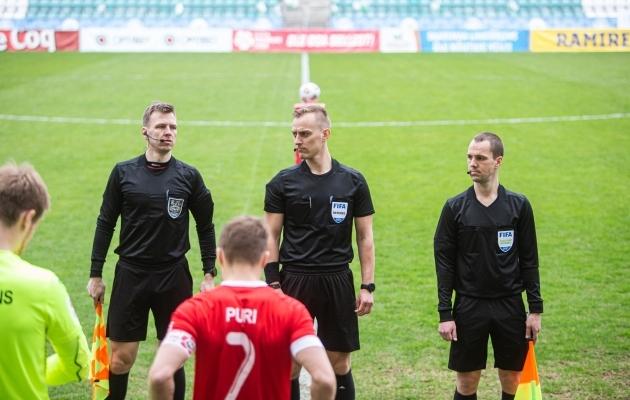 Flora-Legioni mängu kohtunikebrigaad. Foto: Jana Pipar / jalgpall.ee