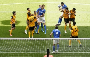 Kaks punast teeninud Brighton kaotas Wolvesile, ManU alistas Villa
