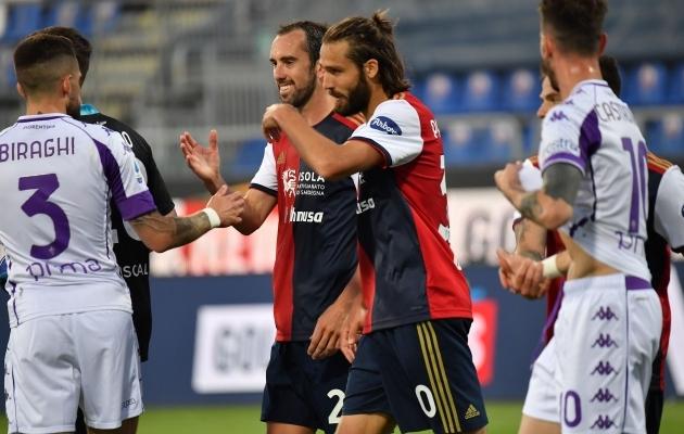 Sobib kõigile: Cagliari mehed Diego Godin ja Leonardo Pavoletti võivad punkti üle rõõmsad olla. Foto: Scanpix / LiveMedia / Luigi Canu / IPA
