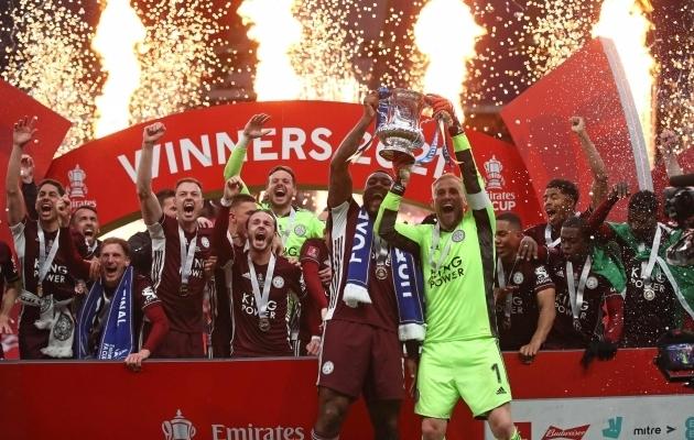 Leicester krooniti esimest korda Inglismaa karikavõitjaks, Chelsea kaotas finaali teist aastat järjest  (videod)