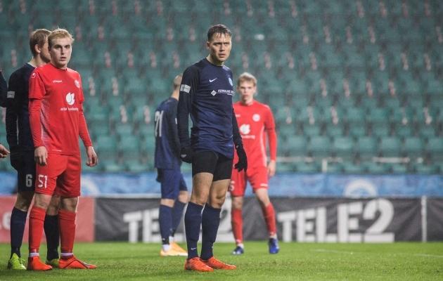 Murule pääseb nüüd teiste seas ka madalama liiga jalgpallur Rimo Hunt (keskel). Foto: Jana Pipar / jalgpall.ee