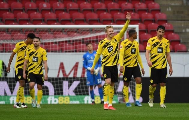 Dortmund oma kolmandat tabamust tähistamas. Foto: Scanpix / Patrick Scheiber / Pool