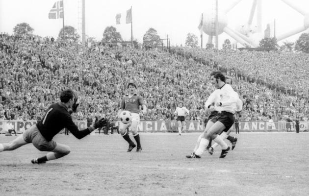 Hetk 1972. aasta EM-finaalist, kui Lääne-Saksamaa ründaja Gerd Müller on vastamisi Nõukogude Liidu väravavahi Jevgeni Rudakoviga. Foto: Scanpix / imago / Fred Joch