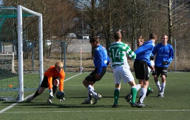 2009. aastal liikus info jalgpallimängudelt Soccernet.ee lugejateni telefonikõnede vahendusel. Foto: Catherine Kõrtsmik