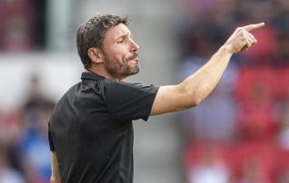 Wolfsburgi peatreeneriks määrati Van Bommel