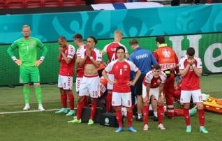 Eriksen hingab ja suudab rääkida, Taani mängijad olid temaga suhtluses