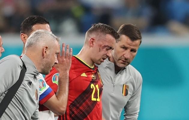 Timoty Castagne lahkus küll vigastuse järel väljakult omal jalal, aga tema EM-finaalturniir on läbi. Foto: Scanpix / Reuters / Lars Baron