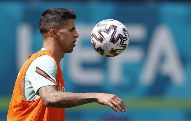 Joao Cancelo laupäevasel treeningul Budapestis. Foto: Scanpix / Bernadett Szabo / Reuters