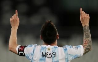 Vidali omavärav andis Uruguayle esimese punkti, Messi jõudis Mascherano kõrvale