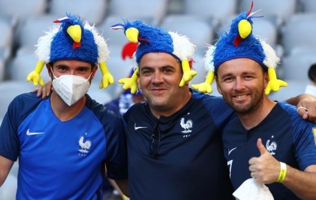 Prantsusmaa jalgpallikoondise fännid EM-finaalturniiri nautimas. Foto: Scanpix / Reuters / Kai Pfaffenbach
