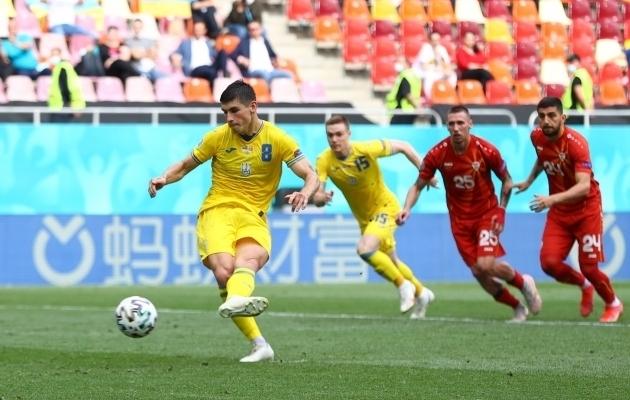 Ruslan Malinovski raiskas 2:1 eduseisus penalti. Foto: Scanpix / Marko Djurica / Pool / Reuters