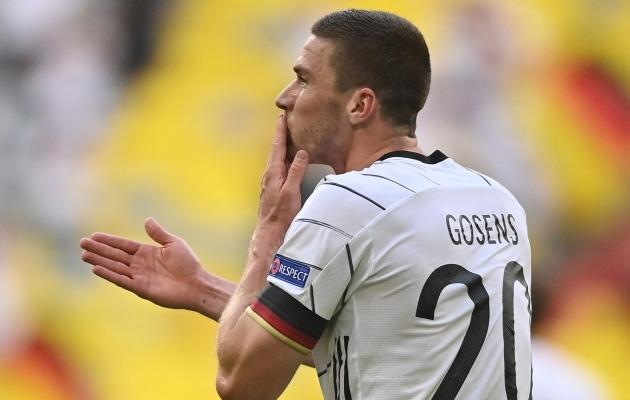 Robin Gosens pani Cristiano Ronaldol suu lukku. Foto: Scanpix / AFP / Philipp Guelland