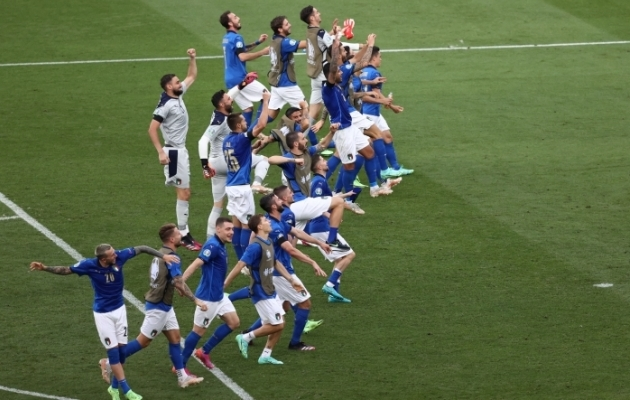 Itaalia jalgpallikoondis tähistab 1:0 võitu Walesi üle. Foto: Scanpix / Reuters / Ryan Pierse
