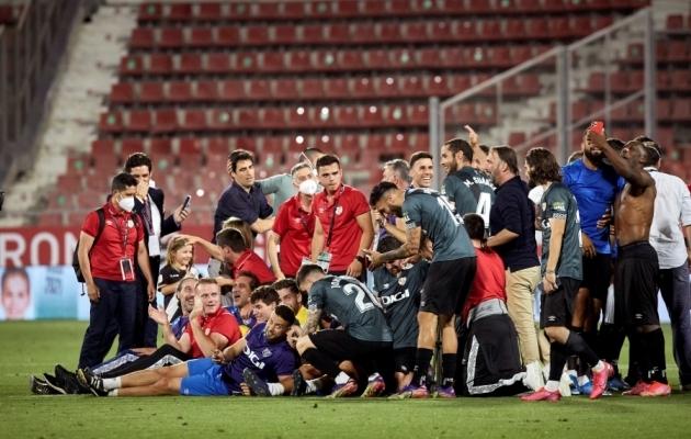 Rayo Vallecano mängujärgselt võitu tähistamas. Foto: Scanpix / David Borrat / EPA