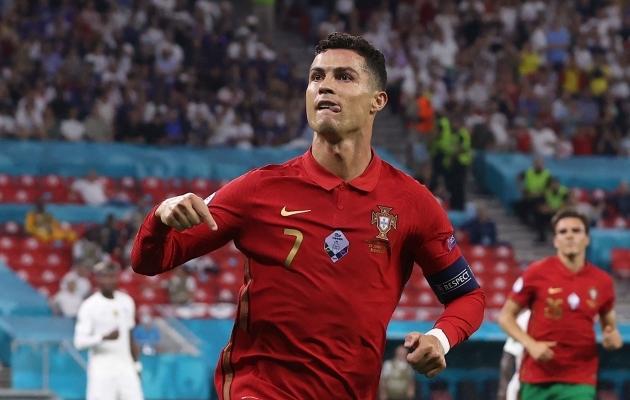 Cristiano Ronaldo liigub EM-il võimsas graafikus. Foto: Scanpix / AFP / Bernadett Szabo