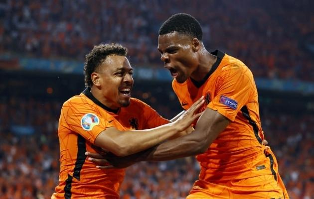 Euroopa meistrivõistlustel Hollandit esindanud Donyell Malen (vasakul) liitus Dortmundi Borussiaga. Foto: Scanpix / Maurice van Steen / AFP