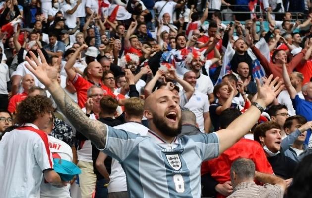 Wembley staadionil on tänasel poolfinaalil 60 000 pealtvaatajat, kellest rõhuv enamus toetavad kodumeeskonda, sest reisipiirangute tõttu Taanist mängule sõita ei saanud. Foto: Scanpix / AFP / Justin Tallis