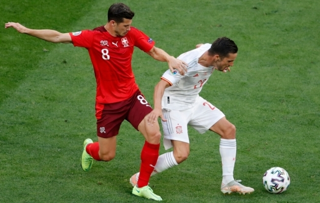 Pablo Sarabia (paremal) Šveitsi vastu. Foto: Scanpix / Anton Vaganov / AFP