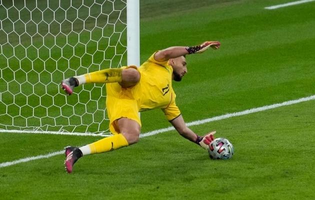 Nii tõrjus Gianluigi Donnarumma otsustava penalti. Foto: Scanpix / Matt Dunham / AFP