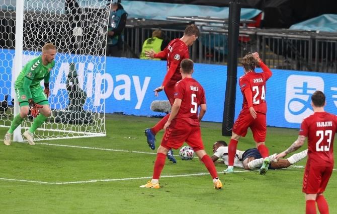 Luup peale | Pehme penalti? Ei, väga pehme! Aga VAR ei tohtinud sekkuda ja Taanile ei tehtud liiga. Mäng oli aus ja Inglismaa finaalis