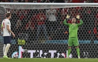 Inglismaa jalgpalliliit sai fännide rumaluse eest trahvi
