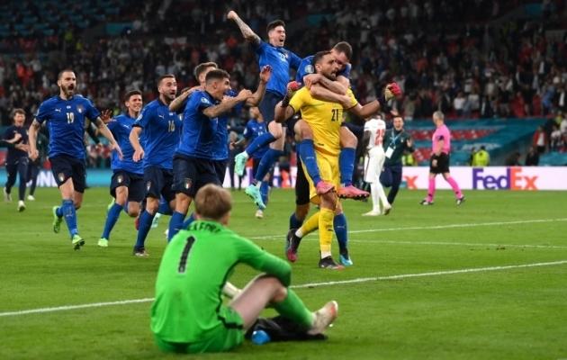 Luup peale | Kõik teed viivad Rooma ehk Itaalia spetsialistid sätestasid, et jalgpallil pole ette nähtud koju naasta