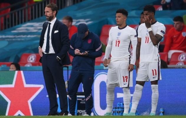 Gareth Southgate tõi Jadon Sancho (nr 17) ja Marcus Rashfordi (nr 11) platsile vaid penaltite löömiseks. Paraku eksisid mõlemad. Foto: Scanpix / Laurence Griffiths / AFP