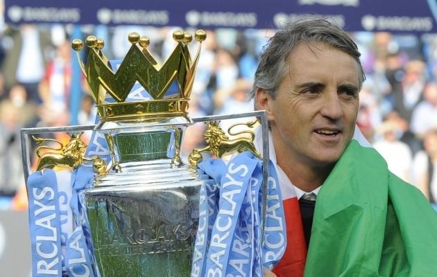 Roberto Mancini ja Premier League'i karikas. Foto: Scanpix / Simon Bellis / imago images / Sportimage