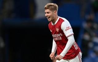 Arsenal sõlmis klubi kasvandikuga pikaajalise lepingu ja usaldas talle maagilise särginumbri