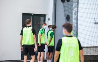Fotouudis | Legia kupatas pallipoisid mängueelselt treeningult minema