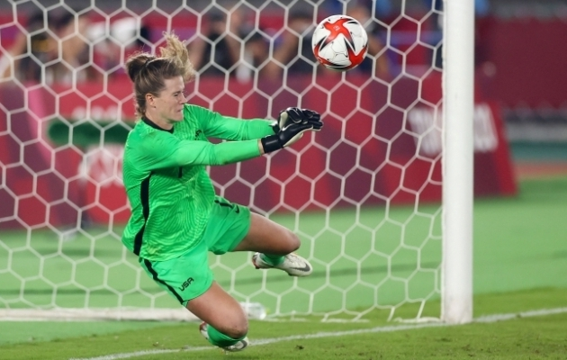 USA väravavaht Alyssa Naeher tõrjus ühe penalti normaalajal ja kaks penaltiseerias. Foto: Scanpix / Reuters / Matthew Childs