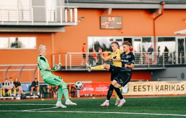 Robin Kane (paremal) karikamängus Pärnu Vaprusega. Foto: Liisi Troska / jalgpall.ee