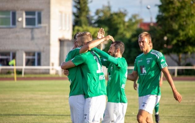 Levadia mängijad väravat tähistamas. Foto: Katariina Peetson