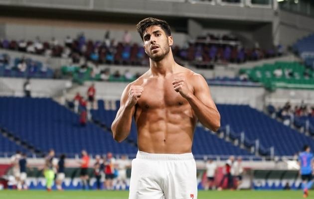 Marco Asensio särk ei püsinud pärast võiduvärava löömist seljas. Foto: Scanpix / Daniela Porcelli / Zumapress.com