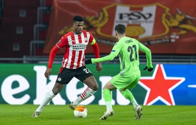 Omonia mängijad (fotol Marinos Tzionis) said mullu Euroopa liiga alagrupis teiste seas mõõtu võtta PSV noorelt tähelt Denzel Dumfriesilt, kes säras kahe väravaga ka suvisel EM-il.Foto: Scanpix / Imago images / Pro Shots / Marcel van Dorst