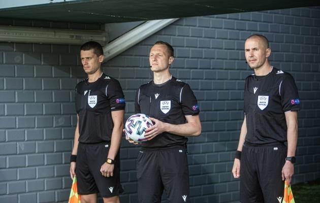 Kohtunikud Eesti koondise mängul. Foto: Jana Pipar / jalgpall.ee
