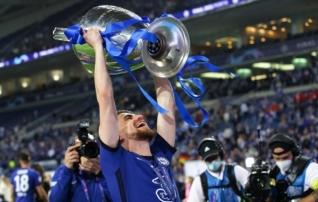 Chelsea keskväljavõlur krooniti Euroopa aasta jalgpalluriks, naiste hulgas tegid puhta töö Barcelona mängijad