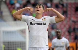 Leverkusen trügis tippu omaväravate, Freiburg pöörase avapoolaja toel