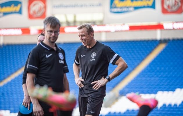 Eesti koondise väravavahtide treeneri Mart Poomiga suhtleb Samuel Cardenas siiani. Foto: Jana Pipar / jalgpall.ee