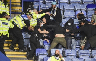 Video: Leicesteri ja Napoli lahingut varjutas fännide lööming