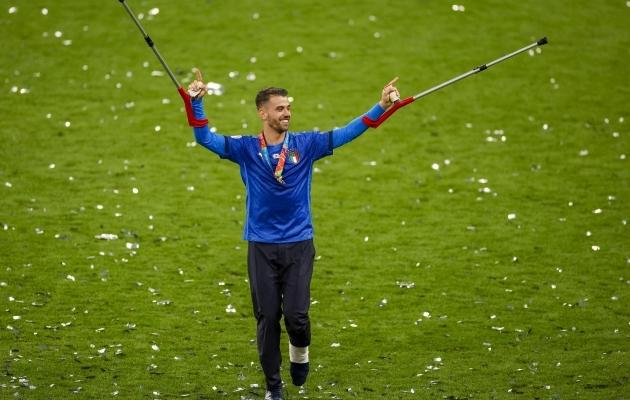 Leonardo Spinazzola pärast EM-i finaali karkudel. Foto: Scanpix / John Sibley / Pool Photo via AP