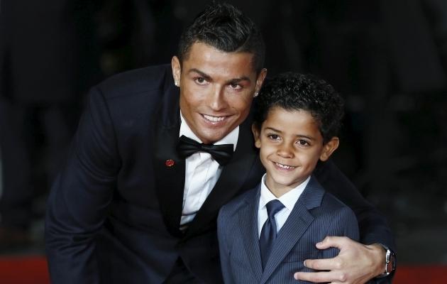Cristiano Ronaldo ja Cristiano Ronaldo Jr. Foto: Scanpix / Stefan Wermuth / Reuters