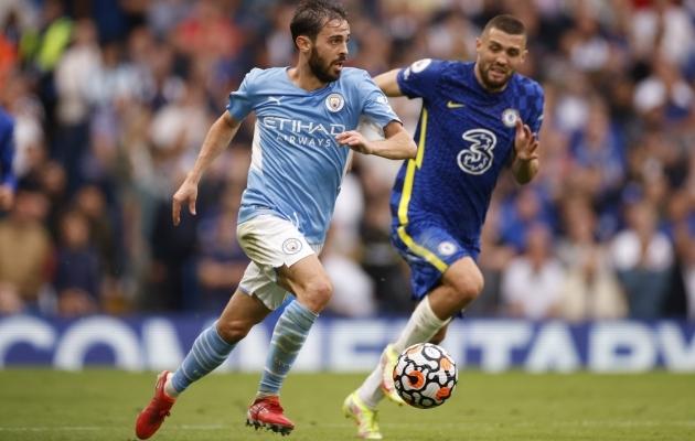 Manchester City poolkaitsja Bernardo Silva möödub Mateo Kovacicist. Foto: Scanpix / Reuters /  John Sibley