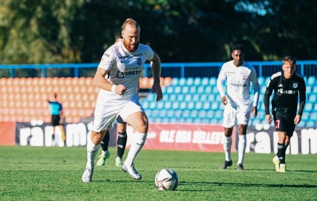 Paide Linnameeskonna ründaja Henri Anier realiseeris 52. minutil penalti ja viis nad kohtumist 2:1 juhtima. Foto: Liisi Troska / jalgpall.ee