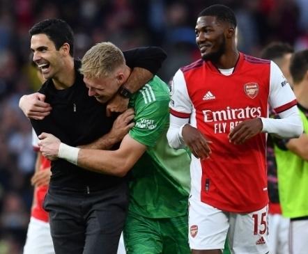 Tottenhami kriisi ajaloolise stardiga süvendanud Arsenal värvis Põhja-Londoni punavalgeks  (+ Jimenez vabanes painajast)