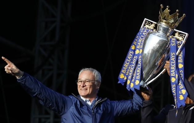 Claudio Ranieri 2016. aastal võidetud Premier League'i tiitliga. Foto: Scanpix / Carl Recine / Reuters