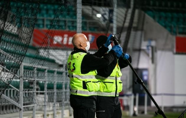 Eee ... Inglismaa kolmandas liigas lüüakse eriti huvitavaid asju väravasse