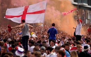 Inglismaa vutiliit sai fännide huligaanitsemise tõttu UEFA-lt karistada