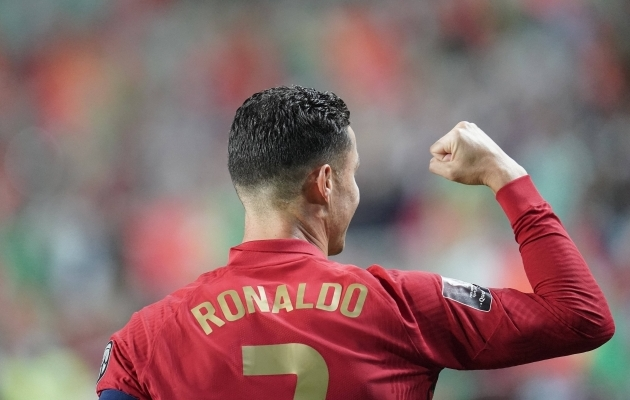 Platsile tormanud fänn ei saanud Ronaldo särki endale, aga sai seda katsuda